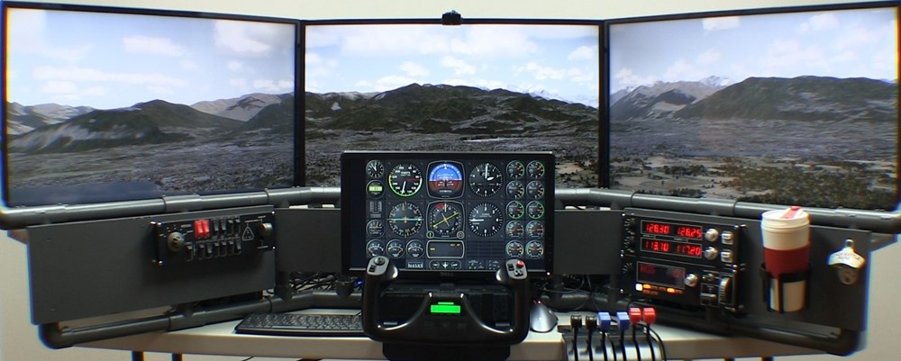 P3Dv4 flight simulator with multiple screens