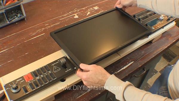 add a monitor to a DIY flight sim